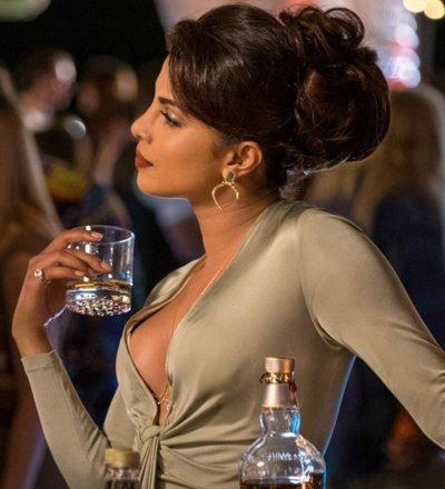priyanka-chopra-drinking-whisky-400x440.jpg